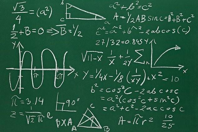Matematik sorusu: Anne ile kızının yaşları toplamı 38 olsun annenin yaşı kızının yaşının 5 katından 2 fazla ise anne aslında kızından kaç yaş büyüktür?